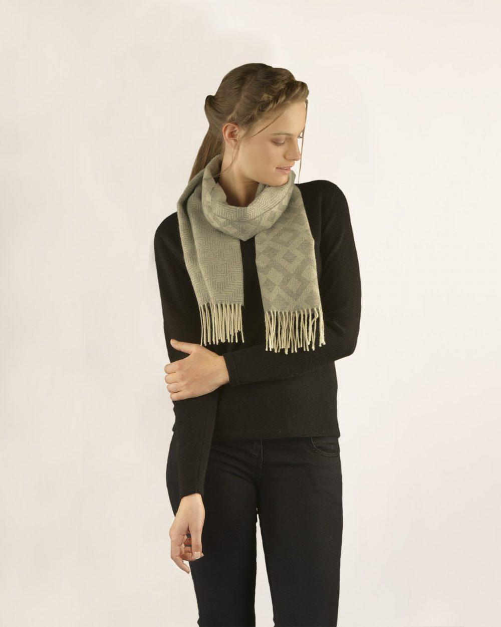 Écharpe TINY en bébé alpaga - écharpes, bonnets et pulls en alpaga. Fine Alpaca, fine laine et coton du Pérou, vêtements en fibres naturelles.